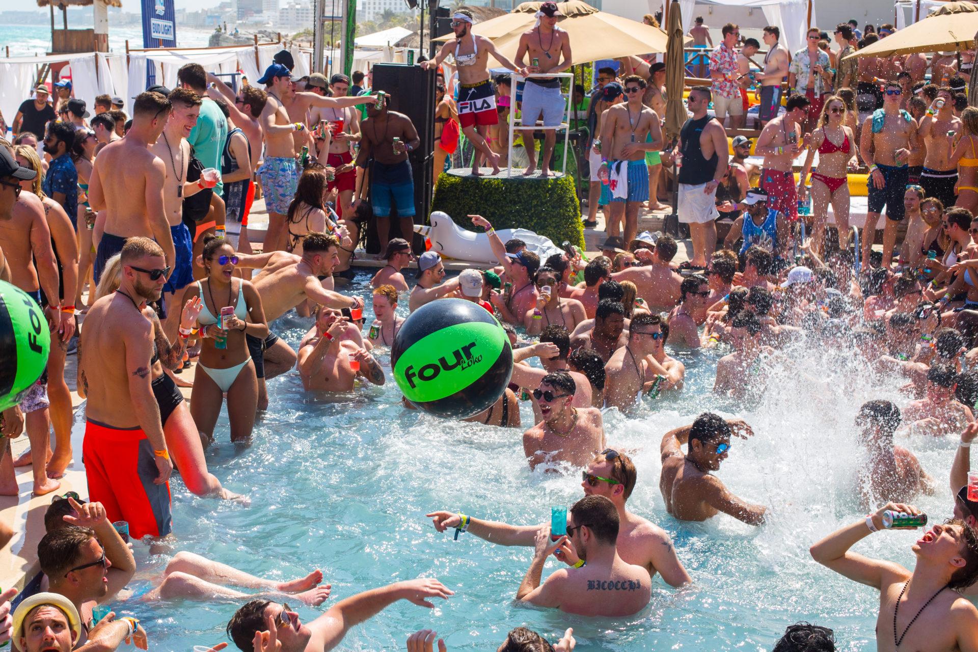 Party hotels spring break cancun